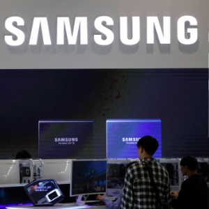 Samsung predicts profit decline as chip market swoons