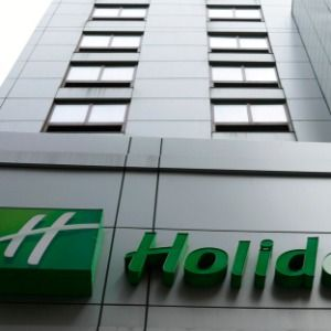Holiday Inn owner to ditch mini shampoos to save seas