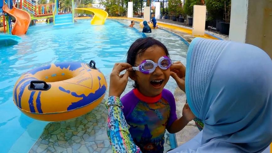Manfaat Berenang untuk Anak, Yuk Ajari Si Kecil Berenang