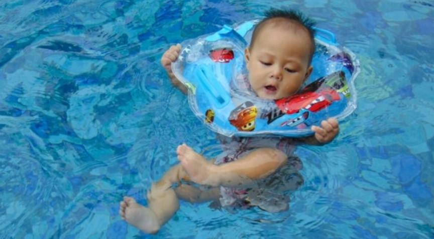 Pentingnya Mengajarkan Anak Berenang Sejak Dini