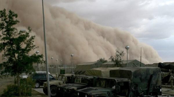 gigantesca tormenta de polvo vuelve el cielo naranaja