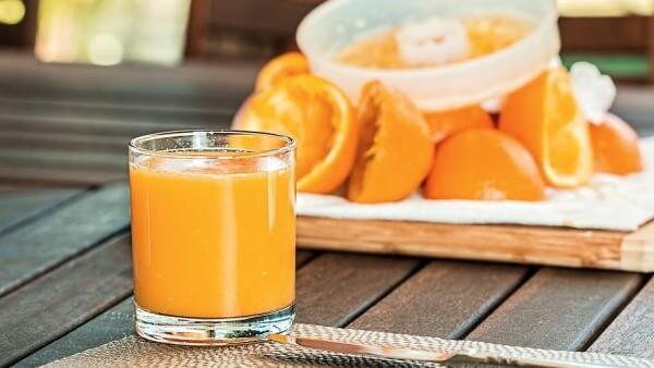 el jugo de naranja evita la pérdida de la memoria.
