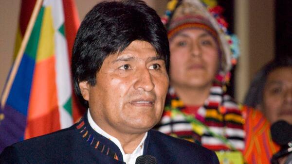 Evo Morales se compara con Messi y Cristiano Ronaldo.