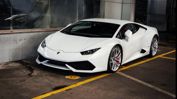 Con 200 pesos podrás obtener el Lamborghini del papa Francisco.