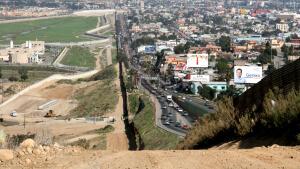 trump renueva amenaza de cerrar la frontera