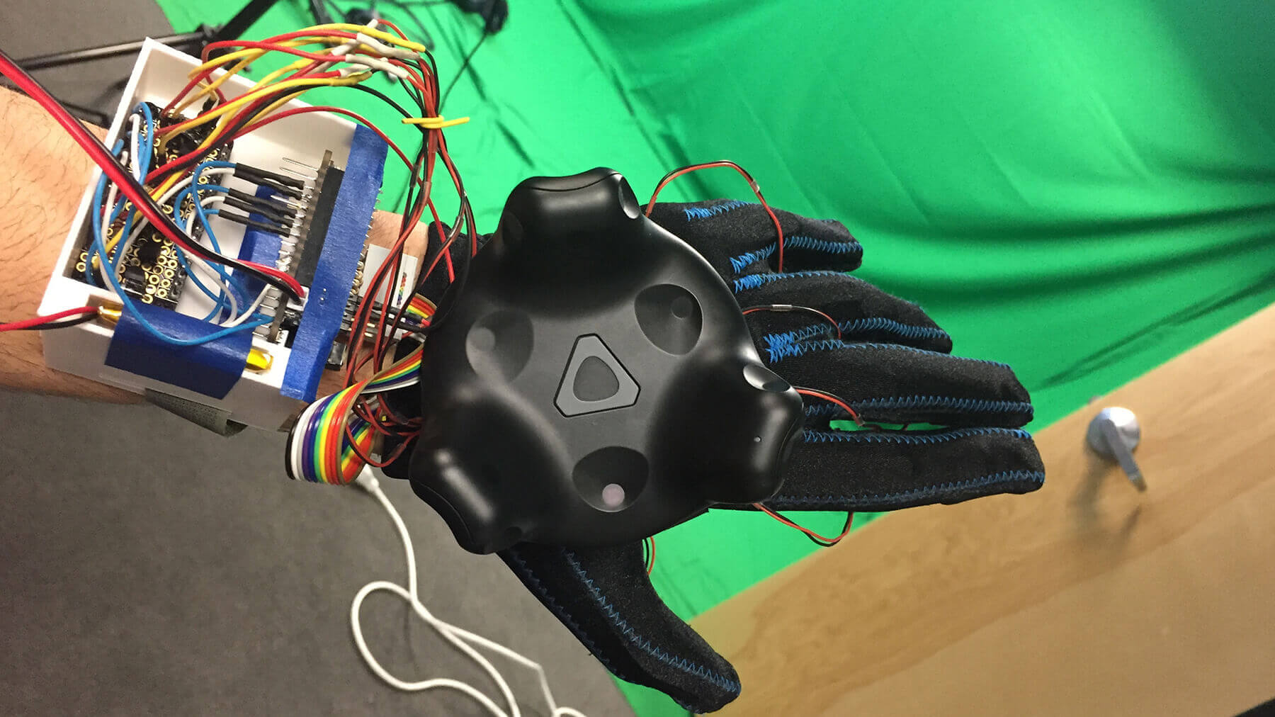 Virtual reality exposed haptic glove