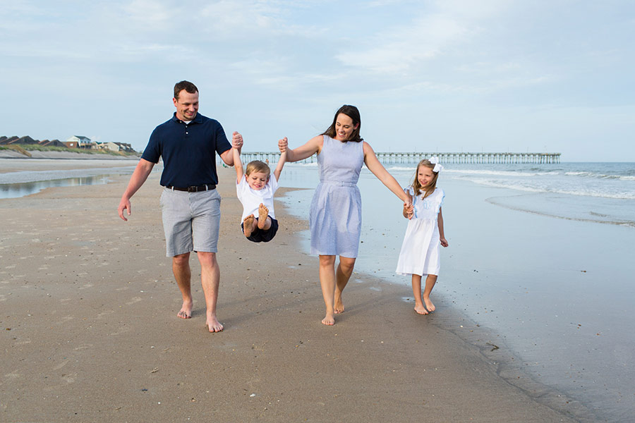 10 Tips For Creating Amazing Family Portraits At The Beach In Focus