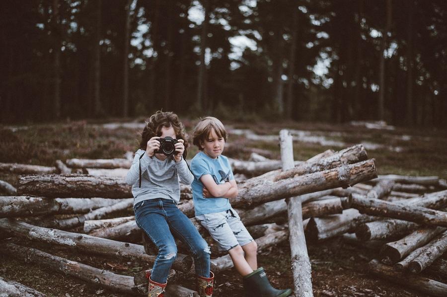 kids on a log taking photos