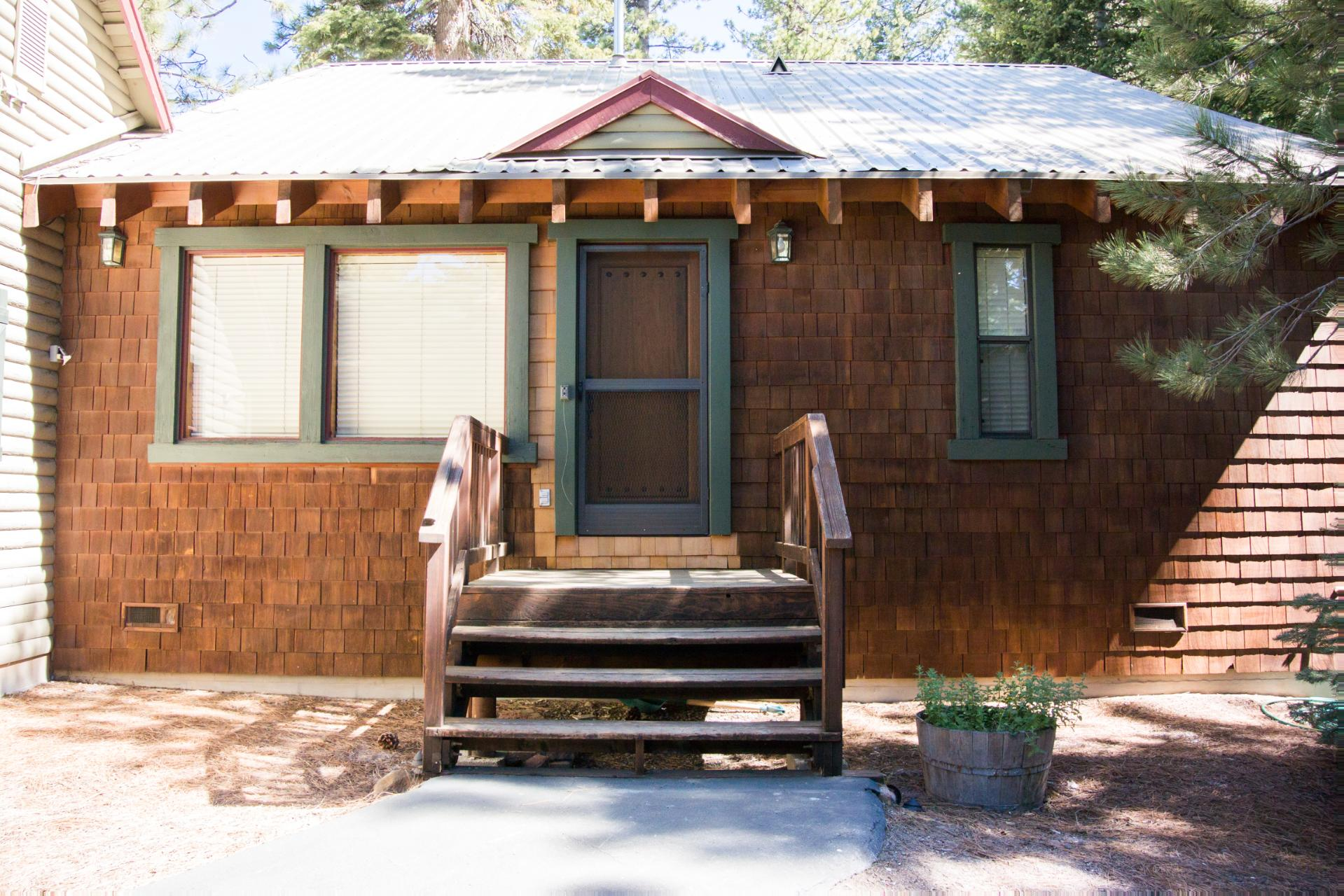 amenities realty accommodations cabin park mountain in home that lodging rentals tahoe properties cabins mg lake include association store vacation note