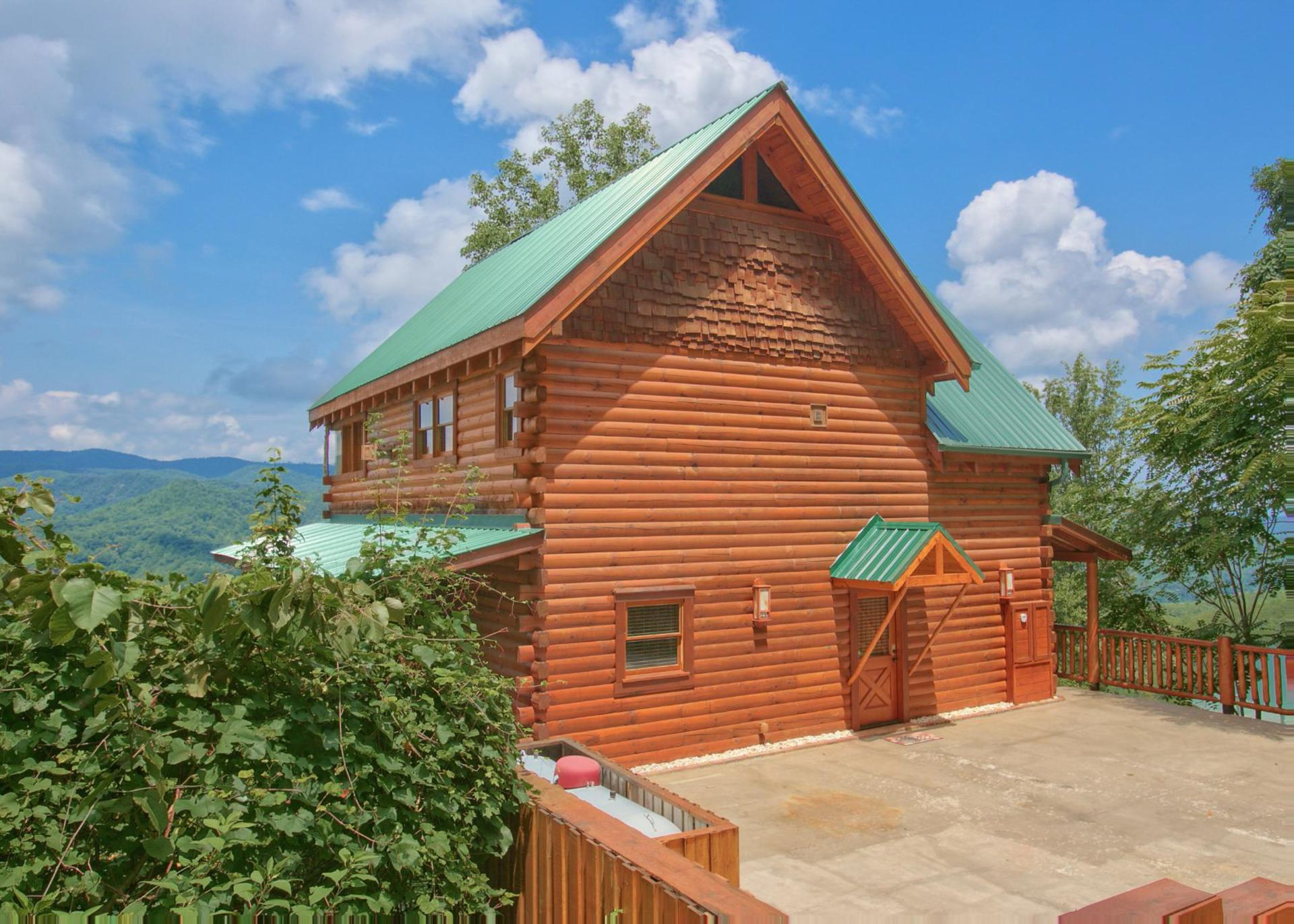 resort inn cabin springs cabins mountains tn bedroom for gatlinburg in rent tucked smoky ht elk