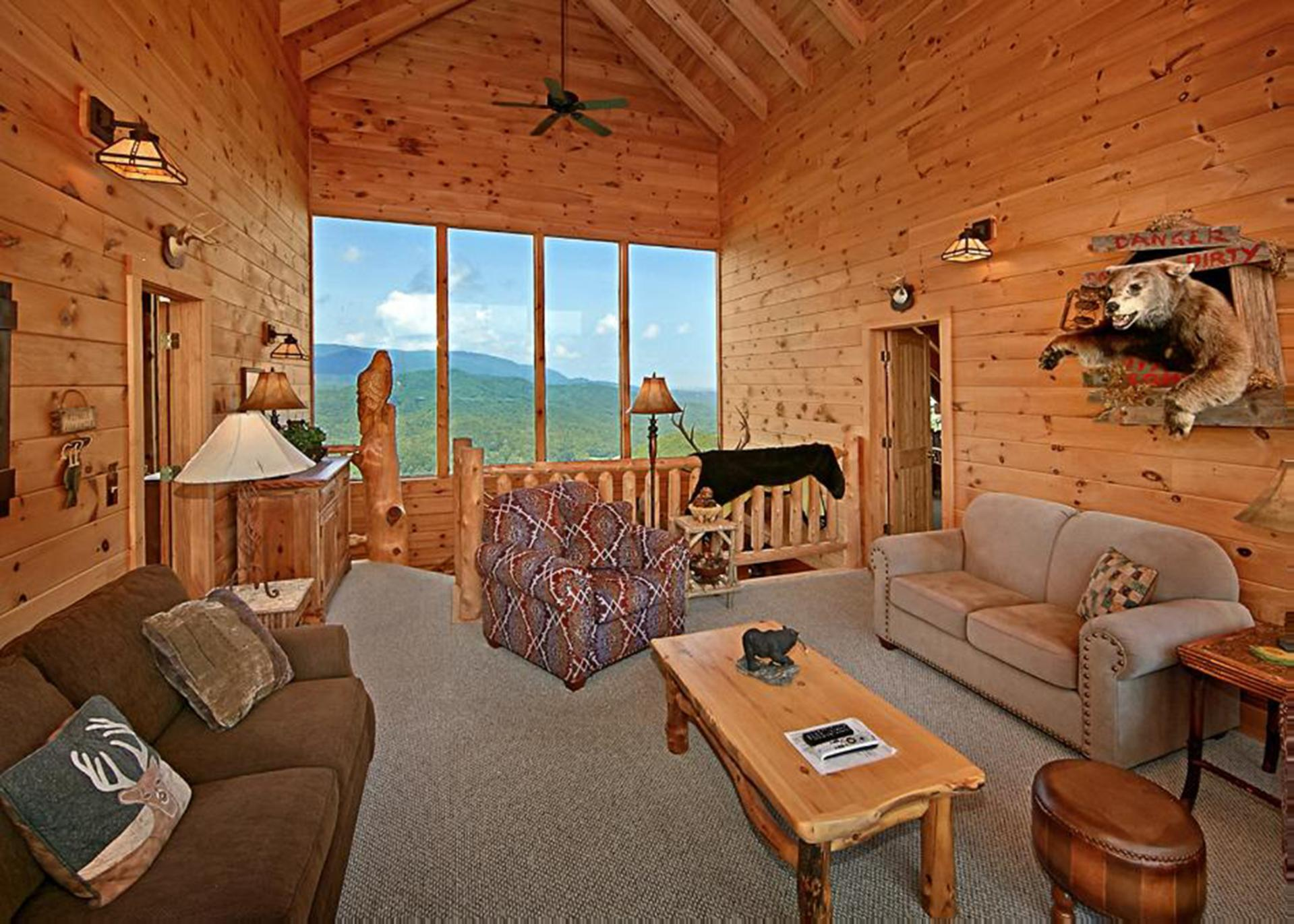 A second sitting area with views from both sides of the cabin.