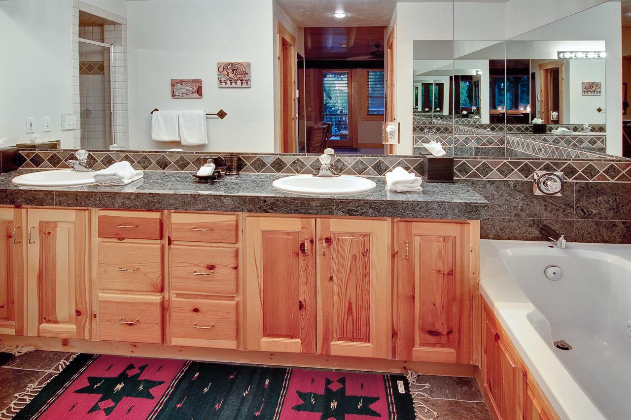 black bear lodge - 3 bed dlx - 306 | natural retreats