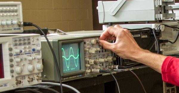 Students Hand Adjusting Equipment In Eet2 Class