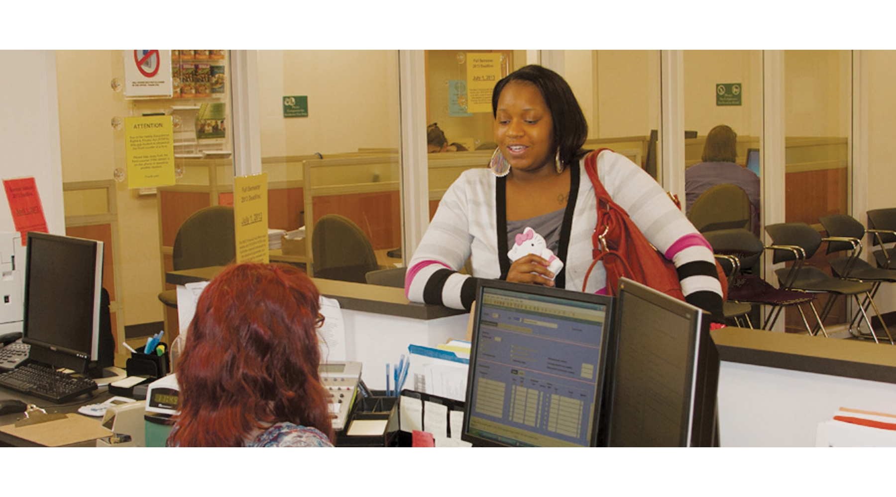 Financial Aid Staff Helping A Student 800