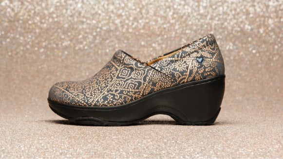 Featured style: Bryar shown in Copper Sunrise (black and gold)