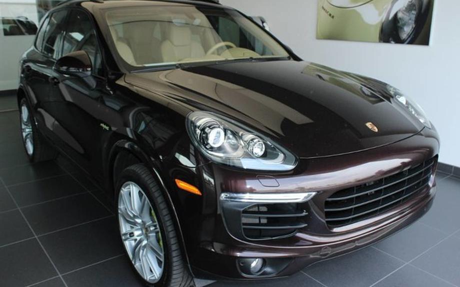 Pre-Owned 2017 Porsche Cayenne