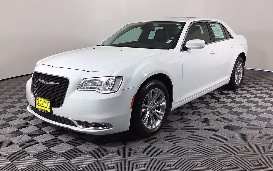 Pre-Owned 2016 Chrysler 300