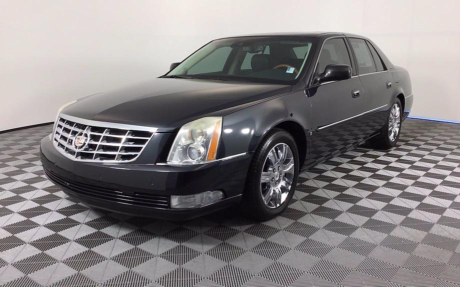 Pre-Owned 2008 Cadillac DTS w/1SE