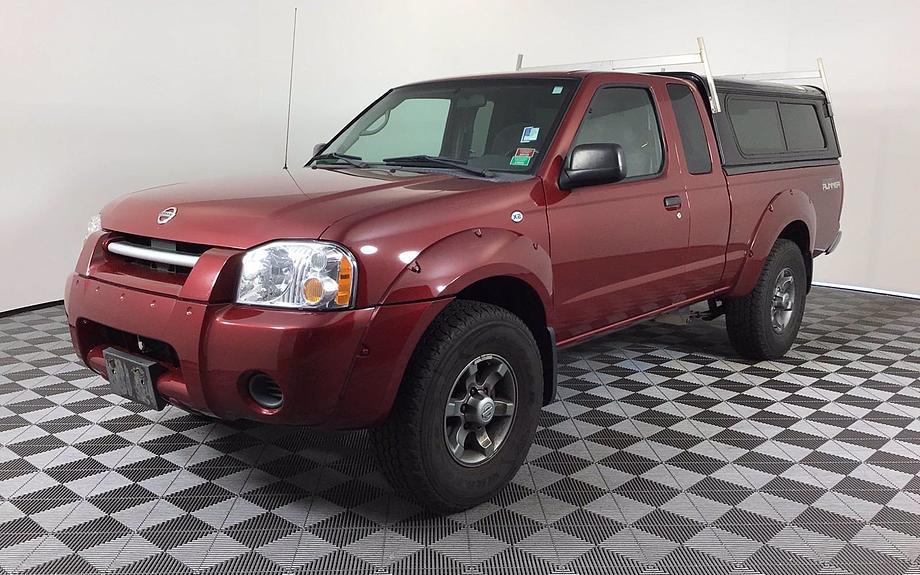 Pre-Owned 2004 Nissan Frontier 2WD XE Desert Runner