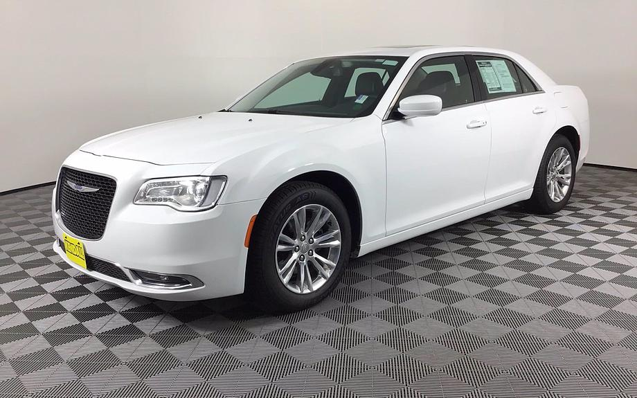 Pre-Owned 2017 Chrysler 300 Touring