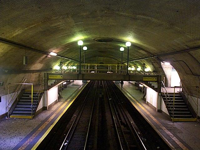 (140k, 640x480)<br><b>Country:</b> United States<br><b>City:</b> New York<br><b>System:</b> New York City Transit<br><b>Line:</b> IRT West Side Line<br><b>Location:</b> 168th Street <br><b>Photo by:</b> Richard Brome<br><b>Date:</b> 3/18/1999<br><b>Viewed (this week/total):</b> 3 / 5361