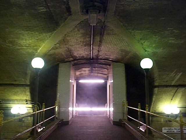 (125k, 640x480)<br><b>Country:</b> United States<br><b>City:</b> New York<br><b>System:</b> New York City Transit<br><b>Line:</b> IRT West Side Line<br><b>Location:</b> 168th Street <br><b>Photo by:</b> Richard Brome<br><b>Date:</b> 3/18/1999<br><b>Viewed (this week/total):</b> 0 / 5950