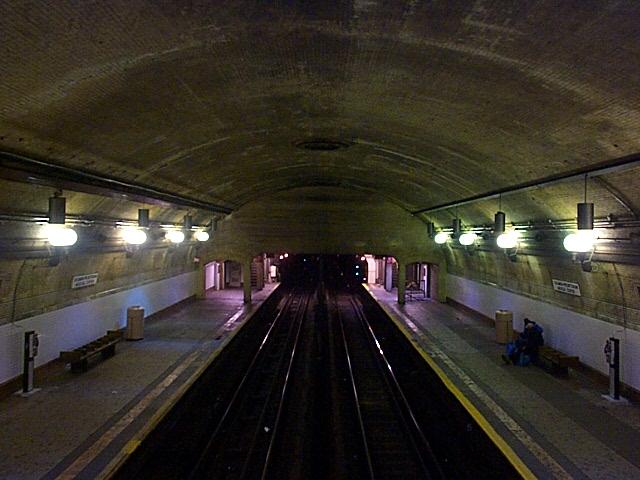 (126k, 640x480)<br><b>Country:</b> United States<br><b>City:</b> New York<br><b>System:</b> New York City Transit<br><b>Line:</b> IRT West Side Line<br><b>Location:</b> 168th Street <br><b>Photo by:</b> Richard Brome<br><b>Date:</b> 3/18/1999<br><b>Viewed (this week/total):</b> 1 / 4767