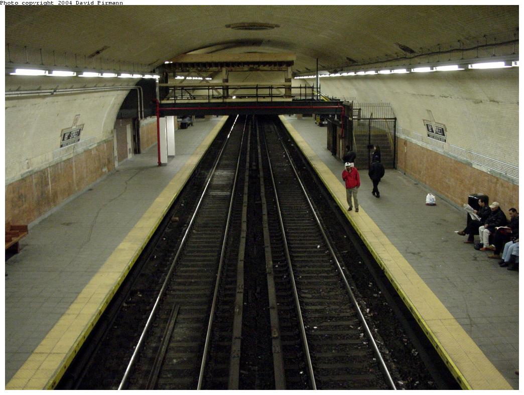 (126k, 1044x788)<br><b>Country:</b> United States<br><b>City:</b> New York<br><b>System:</b> New York City Transit<br><b>Line:</b> IRT West Side Line<br><b>Location:</b> 181st Street <br><b>Photo by:</b> David Pirmann<br><b>Date:</b> 3/12/2000<br><b>Notes:</b> View of station from crossover facing south<br><b>Viewed (this week/total):</b> 0 / 3281