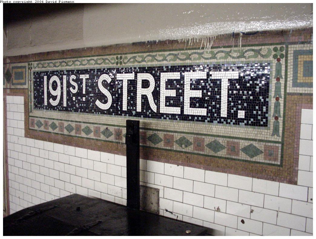 (152k, 1044x788)<br><b>Country:</b> United States<br><b>City:</b> New York<br><b>System:</b> New York City Transit<br><b>Line:</b> IRT West Side Line<br><b>Location:</b> 191st Street <br><b>Photo by:</b> David Pirmann<br><b>Date:</b> 3/12/2000<br><b>Viewed (this week/total):</b> 3 / 4317