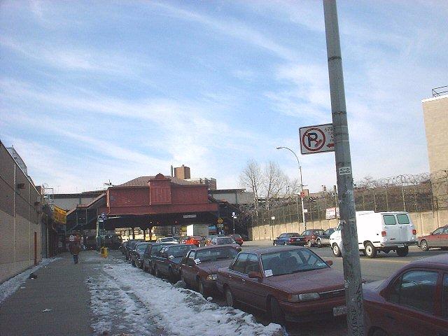 (64k, 640x480)<br><b>Country:</b> United States<br><b>City:</b> New York<br><b>System:</b> New York City Transit<br><b>Line:</b> IRT West Side Line<br><b>Location:</b> 207th Street <br><b>Photo by:</b> Peggy Darlington<br><b>Date:</b> 2001<br><b>Viewed (this week/total):</b> 0 / 3260
