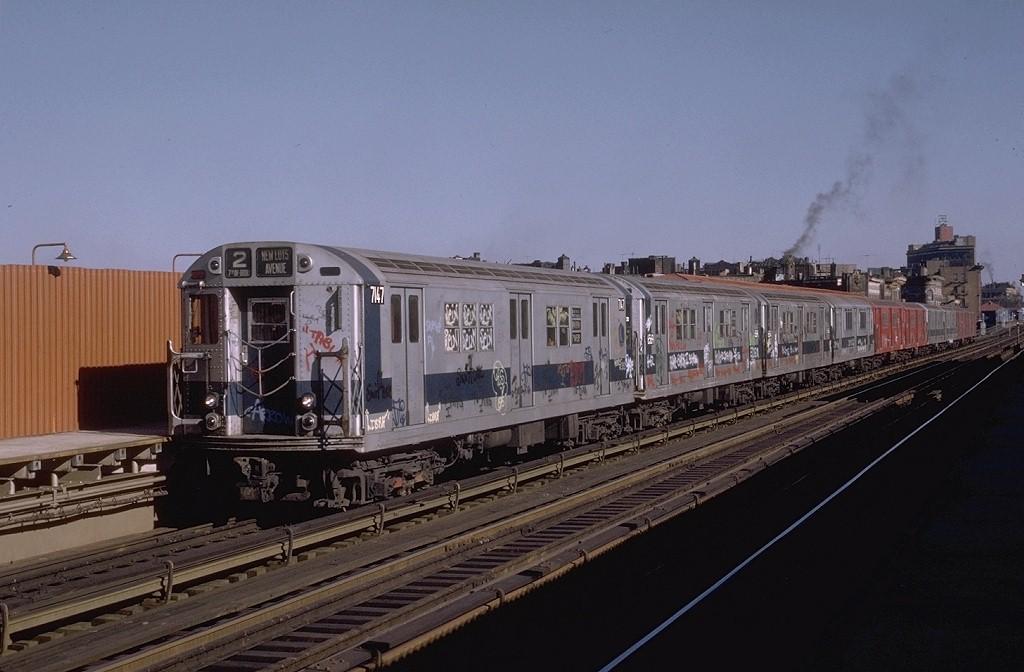 (161k, 1024x672)<br><b>Country:</b> United States<br><b>City:</b> New York<br><b>System:</b> New York City Transit<br><b>Line:</b> IRT White Plains Road Line<br><b>Location:</b> Intervale Avenue <br><b>Route:</b> 2<br><b>Car:</b> R-21 (St. Louis, 1956-57) 7147 <br><b>Photo by:</b> Joe Testagrose<br><b>Date:</b> 11/23/1972<br><b>Viewed (this week/total):</b> 0 / 3410