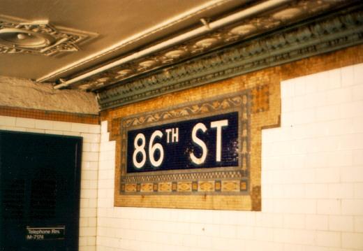 (53k, 520x359)<br><b>Country:</b> United States<br><b>City:</b> New York<br><b>System:</b> New York City Transit<br><b>Line:</b> IRT West Side Line<br><b>Location:</b> 86th Street <br><b>Photo by:</b> Jason R. DeCesare<br><b>Date:</b> 1995<br><b>Viewed (this week/total):</b> 0 / 3803