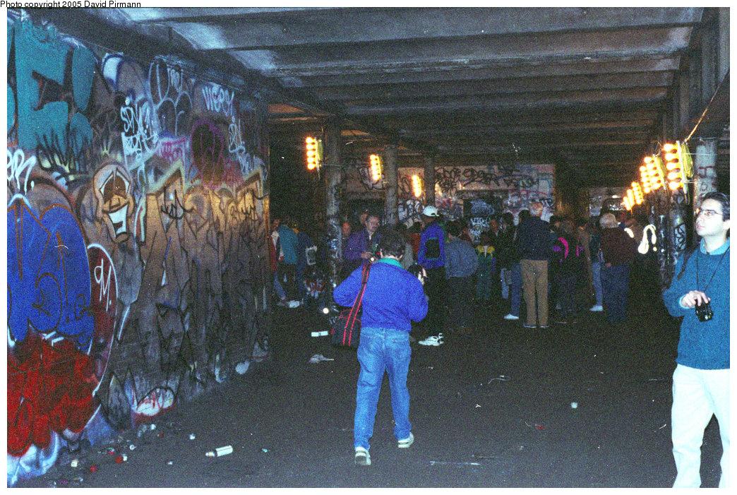 (310k, 1044x701)<br><b>Country:</b> United States<br><b>City:</b> New York<br><b>System:</b> New York City Transit<br><b>Line:</b> IRT West Side Line<br><b>Location:</b> 91st Street <br><b>Photo by:</b> David Pirmann<br><b>Date:</b> 9/24/1995<br><b>Notes:</b> View of southbound platform area<br><b>Viewed (this week/total):</b> 6 / 65089