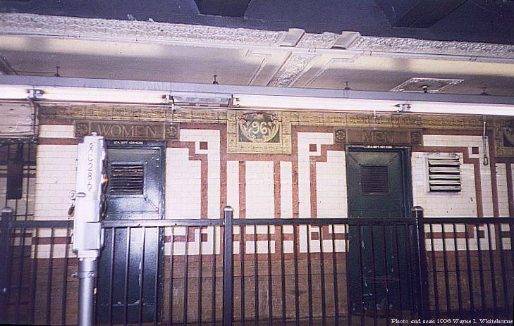(79k, 729x463)<br><b>Country:</b> United States<br><b>City:</b> New York<br><b>System:</b> New York City Transit<br><b>Line:</b> IRT West Side Line<br><b>Location:</b> 96th Street <br><b>Photo by:</b> Wayne Whitehorne<br><b>Date:</b> 11/7/1998<br><b>Viewed (this week/total):</b> 1 / 2995