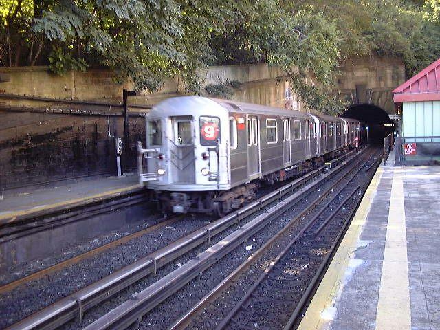 (94k, 640x480)<br><b>Country:</b> United States<br><b>City:</b> New York<br><b>System:</b> New York City Transit<br><b>Line:</b> IRT West Side Line<br><b>Location:</b> Dyckman Street <br><b>Route:</b> 9<br><b>Car:</b> R-62A (Bombardier, 1984-1987)   <br><b>Photo by:</b> Trevor Logan<br><b>Date:</b> 9/2000<br><b>Viewed (this week/total):</b> 0 / 7532