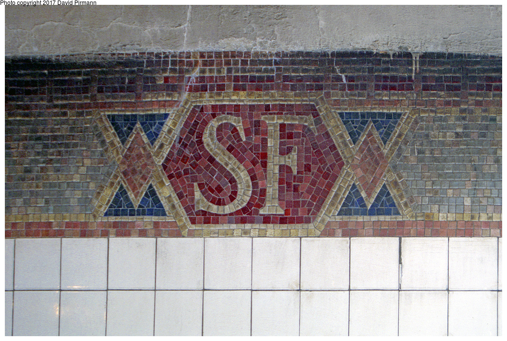 (556k, 1044x703)<br><b>Country:</b> United States<br><b>City:</b> New York<br><b>System:</b> New York City Transit<br><b>Line:</b> IRT West Side Line<br><b>Location:</b> South Ferry (Inner Loop Station) <br><b>Photo by:</b> David Pirmann<br><b>Date:</b> 2/2/1997<br><b>Notes:</b> South Ferry mosaic tiling<br><b>Viewed (this week/total):</b> 3 / 7608
