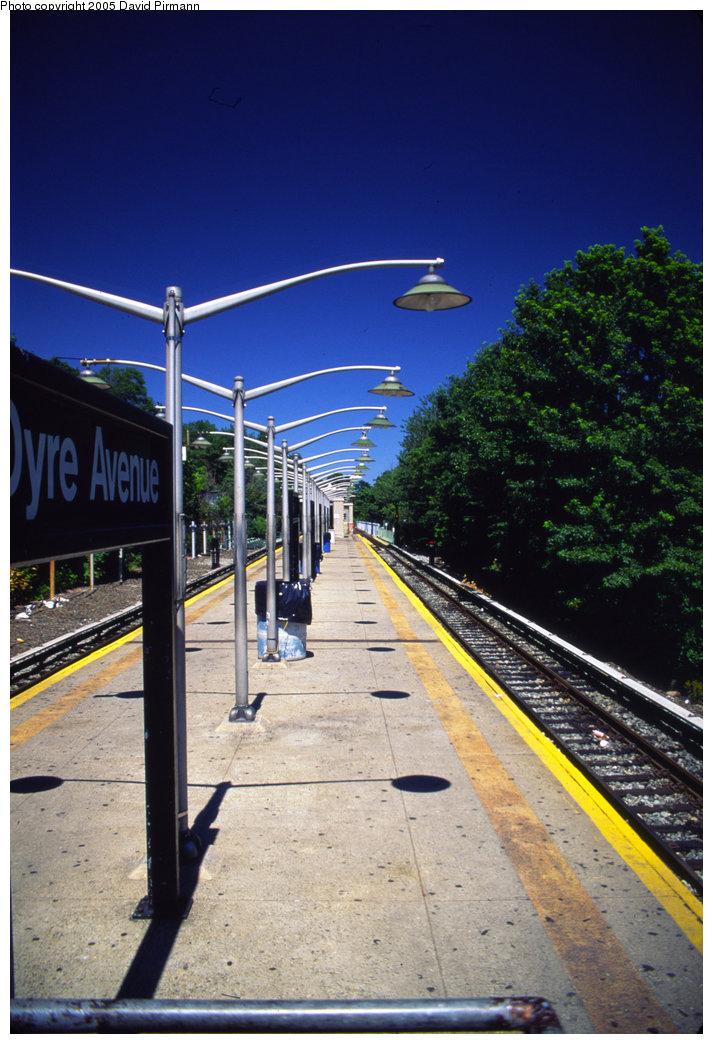 (209k, 713x1044)<br><b>Country:</b> United States<br><b>City:</b> New York<br><b>System:</b> New York City Transit<br><b>Line:</b> IRT Dyre Ave. Line<br><b>Location:</b> Dyre Avenue <br><b>Photo by:</b> David Pirmann<br><b>Date:</b> 8/1/1998<br><b>Viewed (this week/total):</b> 1 / 4965