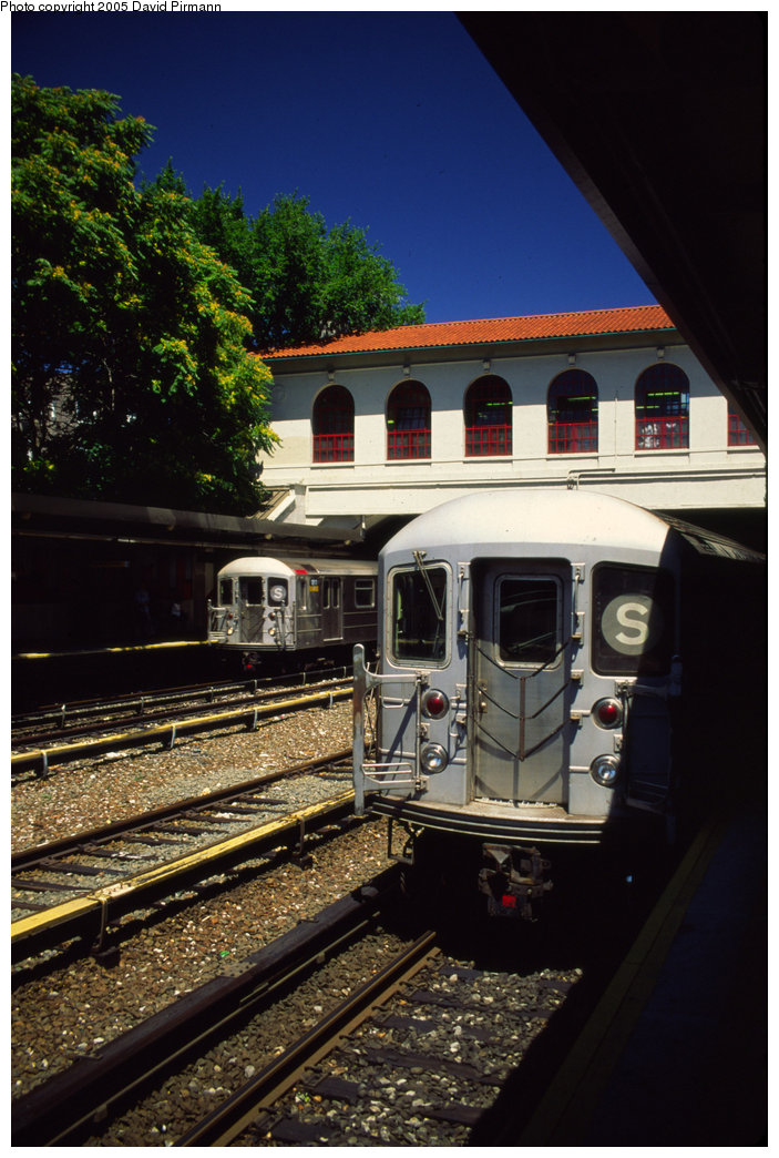(208k, 703x1044)<br><b>Country:</b> United States<br><b>City:</b> New York<br><b>System:</b> New York City Transit<br><b>Line:</b> IRT Dyre Ave. Line<br><b>Location:</b> Morris Park <br><b>Route:</b> 5<br><b>Car:</b> R-62A (Bombardier, 1984-1987)  1811 <br><b>Photo by:</b> David Pirmann<br><b>Date:</b> 8/1/1998<br><b>Viewed (this week/total):</b> 2 / 8743