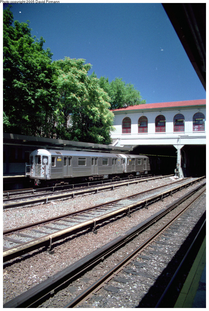(269k, 701x1044)<br><b>Country:</b> United States<br><b>City:</b> New York<br><b>System:</b> New York City Transit<br><b>Line:</b> IRT Dyre Ave. Line<br><b>Location:</b> Morris Park <br><b>Route:</b> 5<br><b>Car:</b> R-62A (Bombardier, 1984-1987)  1911 <br><b>Photo by:</b> David Pirmann<br><b>Date:</b> 8/1/1998<br><b>Viewed (this week/total):</b> 4 / 7154