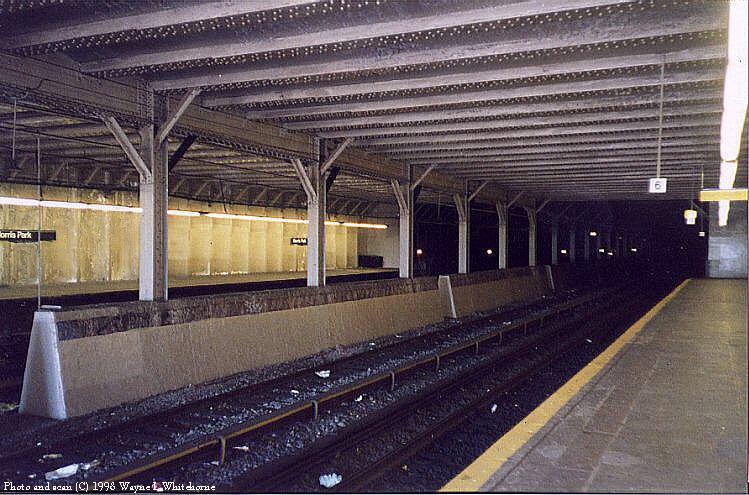 (103k, 749x495)<br><b>Country:</b> United States<br><b>City:</b> New York<br><b>System:</b> New York City Transit<br><b>Line:</b> IRT Dyre Ave. Line<br><b>Location:</b> Morris Park <br><b>Photo by:</b> Wayne Whitehorne<br><b>Date:</b> 8/1/1998<br><b>Viewed (this week/total):</b> 1 / 7121