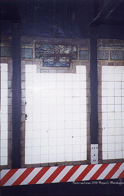 (77k, 472x747)<br><b>Country:</b> United States<br><b>City:</b> New York<br><b>System:</b> New York City Transit<br><b>Line:</b> IRT East Side Line<br><b>Location:</b> 125th Street <br><b>Photo by:</b> Wayne Whitehorne<br><b>Date:</b> 11/7/1998<br><b>Notes:</b> Station wall plaque<br><b>Viewed (this week/total):</b> 0 / 3857