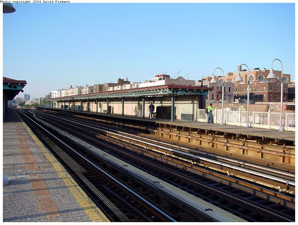 (150k, 1044x788)<br><b>Country:</b> United States<br><b>City:</b> New York<br><b>System:</b> New York City Transit<br><b>Line:</b> IRT Woodlawn Line<br><b>Location:</b> 170th Street <br><b>Route:</b> 4<br><b>Photo by:</b> David Pirmann<br><b>Date:</b> 7/12/2001<br><b>Viewed (this week/total):</b> 1 / 2471