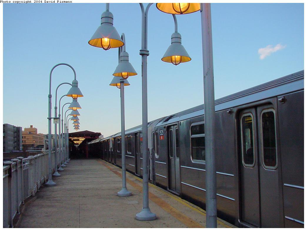(97k, 1044x788)<br><b>Country:</b> United States<br><b>City:</b> New York<br><b>System:</b> New York City Transit<br><b>Line:</b> IRT Woodlawn Line<br><b>Location:</b> 176th Street <br><b>Route:</b> 4<br><b>Car:</b> R-62 (Kawasaki, 1983-1985)  1525 <br><b>Photo by:</b> David Pirmann<br><b>Date:</b> 7/12/2001<br><b>Viewed (this week/total):</b> 1 / 5654