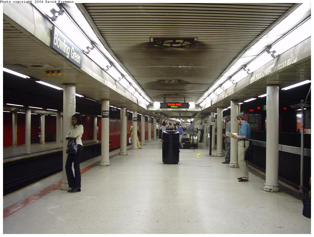 (122k, 1044x788)<br><b>Country:</b> United States<br><b>City:</b> New York<br><b>System:</b> New York City Transit<br><b>Line:</b> IRT East Side Line<br><b>Location:</b> Bowling Green <br><b>Photo by:</b> David Pirmann<br><b>Date:</b> 7/11/2000<br><b>Notes:</b> Southbound platform looking north<br><b>Viewed (this week/total):</b> 0 / 11710