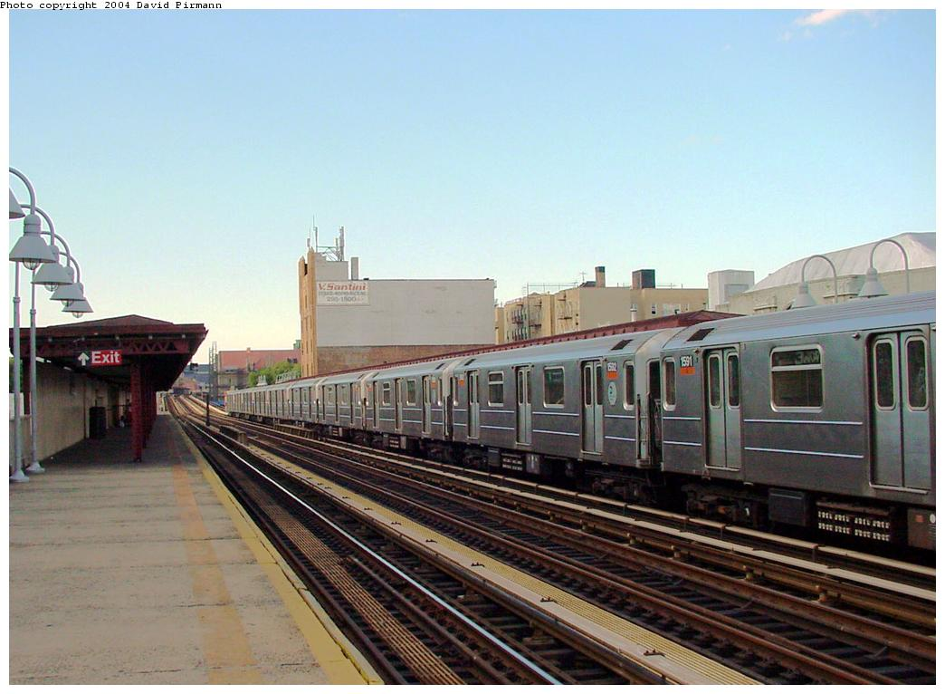 (113k, 1044x766)<br><b>Country:</b> United States<br><b>City:</b> New York<br><b>System:</b> New York City Transit<br><b>Line:</b> IRT Woodlawn Line<br><b>Location:</b> 183rd Street <br><b>Route:</b> 4<br><b>Car:</b> R-62 (Kawasaki, 1983-1985)  1592 <br><b>Photo by:</b> David Pirmann<br><b>Date:</b> 7/12/2001<br><b>Viewed (this week/total):</b> 2 / 5072