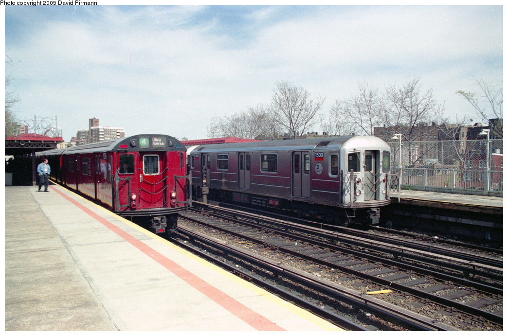 (237k, 1044x691)<br><b>Country:</b> United States<br><b>City:</b> New York<br><b>System:</b> New York City Transit<br><b>Line:</b> IRT Woodlawn Line<br><b>Location:</b> Bedford Park Boulevard <br><b>Route:</b> 4<br><b>Car:</b> R-62 (Kawasaki, 1983-1985)  1500 <br><b>Photo by:</b> David Pirmann<br><b>Date:</b> 4/10/1998<br><b>Notes:</b> With R33 9276<br><b>Viewed (this week/total):</b> 4 / 6259