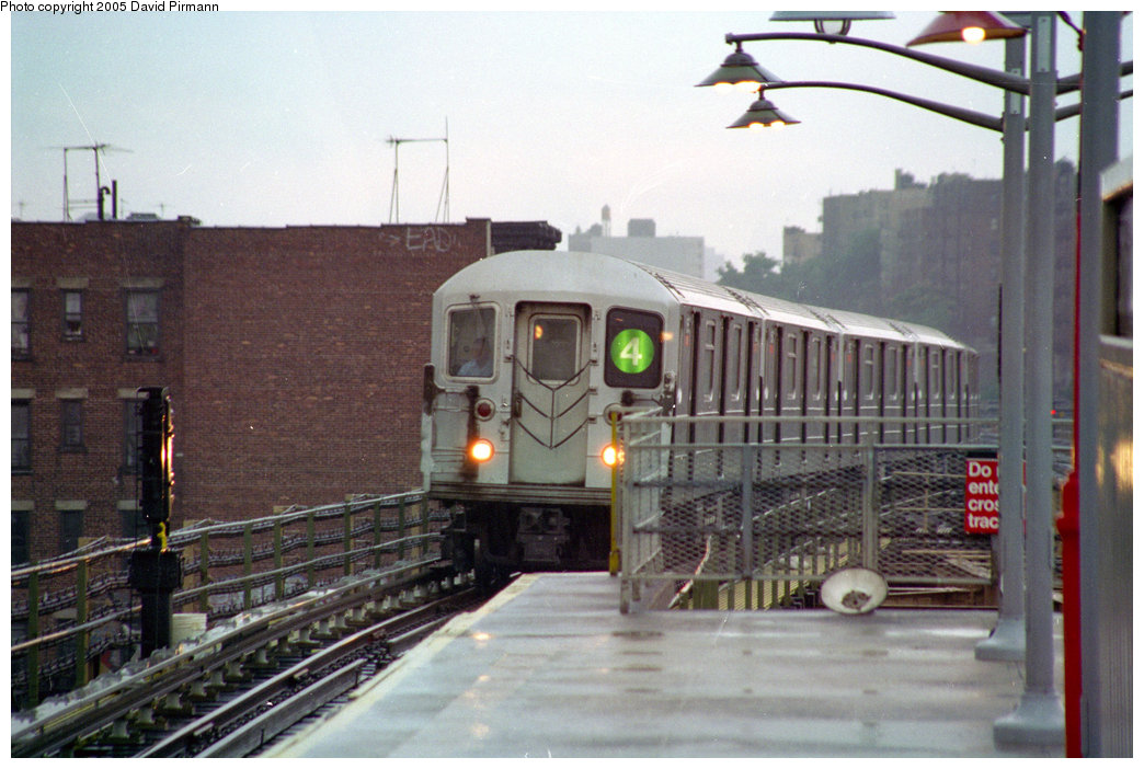 (195k, 1044x702)<br><b>Country:</b> United States<br><b>City:</b> New York<br><b>System:</b> New York City Transit<br><b>Line:</b> IRT Woodlawn Line<br><b>Location:</b> Burnside Avenue <br><b>Route:</b> 4<br><b>Car:</b> R-62 (Kawasaki, 1983-1985)   <br><b>Photo by:</b> David Pirmann<br><b>Date:</b> 9/8/1996<br><b>Viewed (this week/total):</b> 0 / 9964