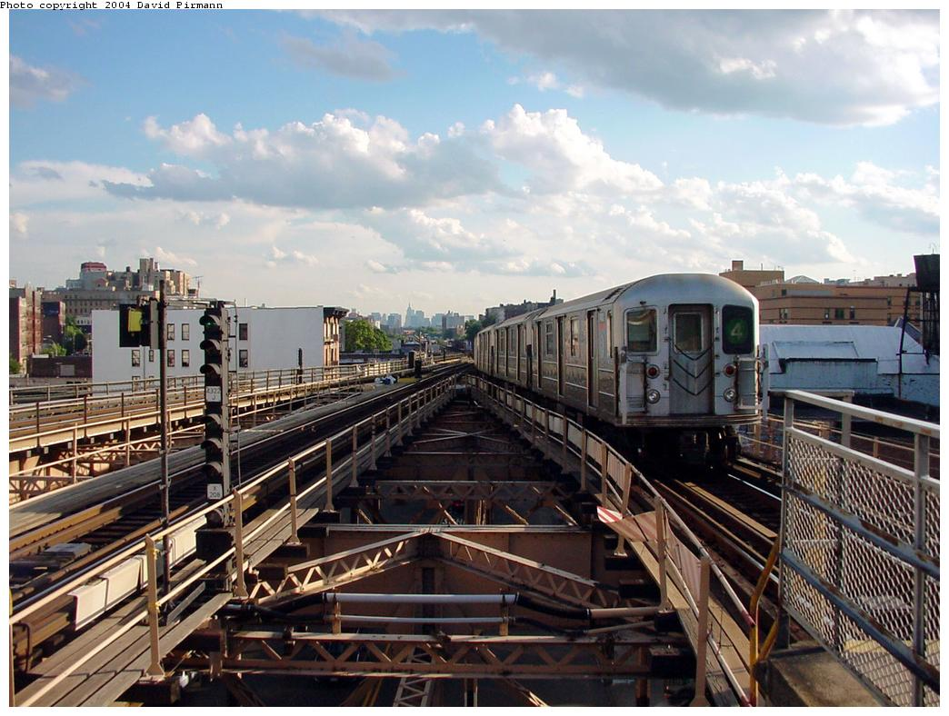 (146k, 1044x788)<br><b>Country:</b> United States<br><b>City:</b> New York<br><b>System:</b> New York City Transit<br><b>Line:</b> IRT Woodlawn Line<br><b>Location:</b> Burnside Avenue <br><b>Route:</b> 4<br><b>Car:</b> R-62 (Kawasaki, 1983-1985)   <br><b>Photo by:</b> David Pirmann<br><b>Date:</b> 7/12/2001<br><b>Viewed (this week/total):</b> 4 / 6877