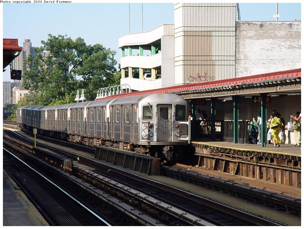 (166k, 1044x788)<br><b>Country:</b> United States<br><b>City:</b> New York<br><b>System:</b> New York City Transit<br><b>Line:</b> IRT Woodlawn Line<br><b>Location:</b> Fordham Road <br><b>Route:</b> 4<br><b>Car:</b> R-62 (Kawasaki, 1983-1985)   <br><b>Photo by:</b> David Pirmann<br><b>Date:</b> 7/12/2001<br><b>Viewed (this week/total):</b> 0 / 5528