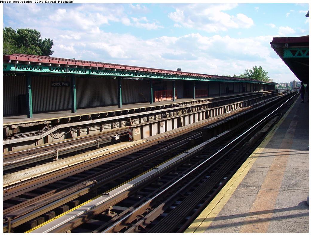 (155k, 1044x788)<br><b>Country:</b> United States<br><b>City:</b> New York<br><b>System:</b> New York City Transit<br><b>Line:</b> IRT Woodlawn Line<br><b>Location:</b> Mosholu Parkway <br><b>Route:</b> 4<br><b>Photo by:</b> David Pirmann<br><b>Date:</b> 7/12/2001<br><b>Viewed (this week/total):</b> 0 / 4592